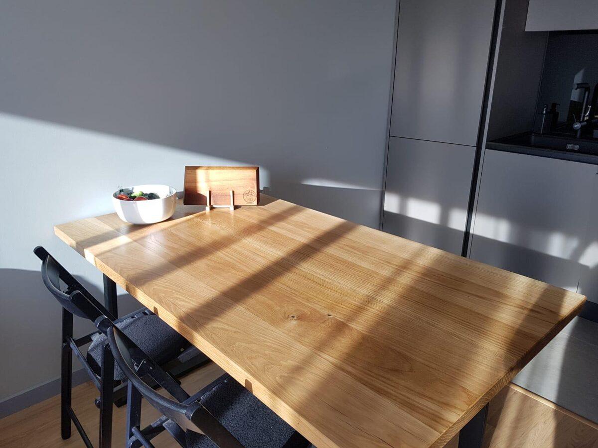 Pusdienu galdi
